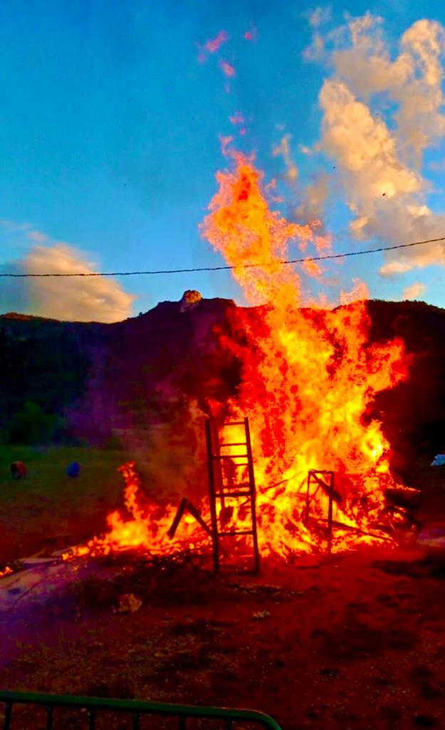 Quan ets una espurna de foc i descobreixes la llenya. Foto